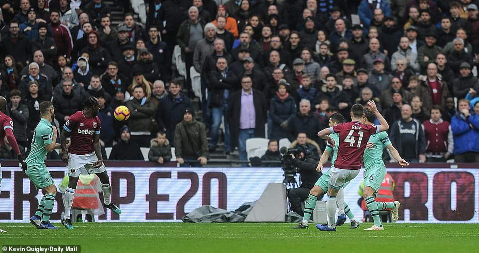 Declan Rice remained composed when the ball was cut by Samir Nasri and threw it 1-0 into the goal of Arsenal