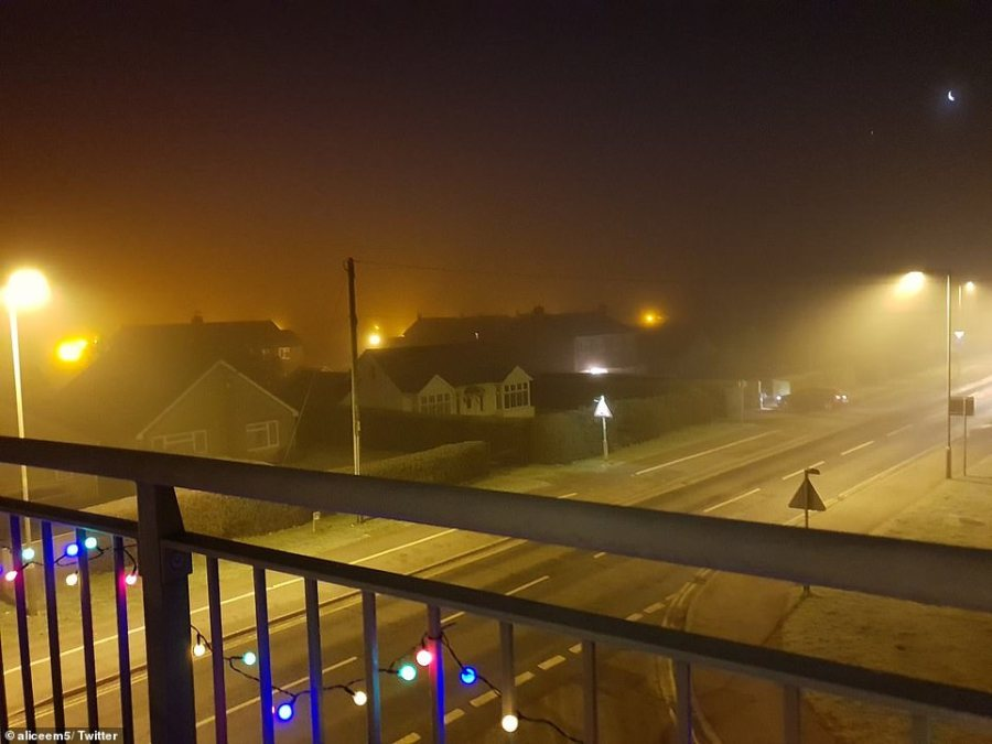 Frosty and foggy conditions this morning in Carterton, Oxfordshire, as commuters make their way to work