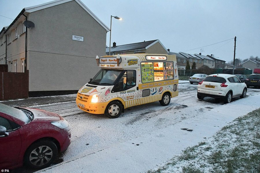 An ice cream van continues to brave the cold weather as the snow falls in Merthyr Tydfil this afternoon. A further snow blast is expected in various parts of the UK this evening