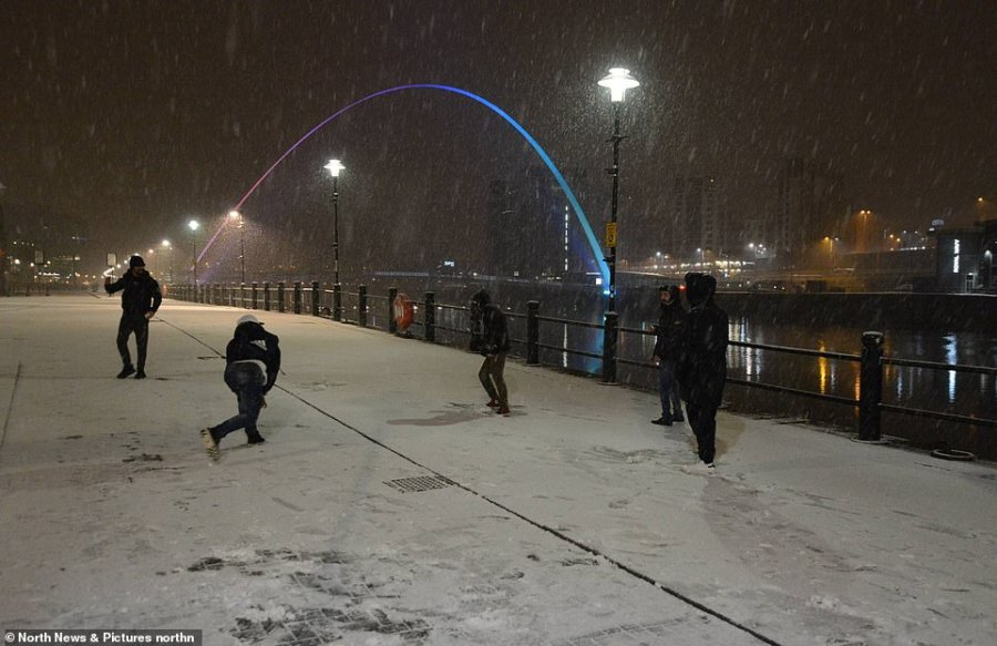 Snowball fights took place late at night onNewcastle's Quayside as the cold weather spread across the country into the early hours of Friday