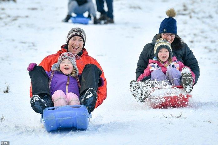 Das kühle Wetter an diesem Wochenende bot viele Gelegenheiten für Spaß. Die Familie Neenan nutzte die Gelegenheit, um die Hügel des Brecon-Beacons-Nationalparks in Wales zu erkunden