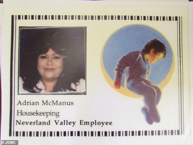 Desde 1990, McManus pasó cuatro años como sirvienta personal de Jackson, uno de los pocos empleados que tuvo acceso a la habitación de la estrella, el baño y las cámaras secretas.
