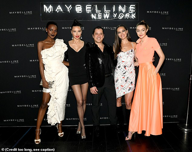 Chic:Hereith, Adriana, Emily and Gigi all got together for a star-studded group shot with Leo, who rounded off his ensemble with a pair of black dress shoes