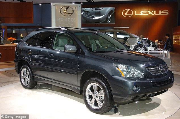 And so, with Alan's help (and infinite patience), I identified the perfect replacement from a garage in nearby Kent: a Lexus RX400h SE-L from 2008, on offer for £ 7,400 (picture)