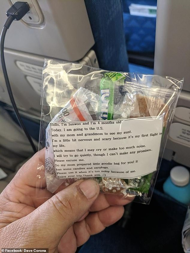 A kind mother handed out 200 goodie bags at the beginning of a 10-hour flight just in case her baby started to cry