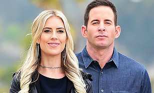 Christina Anstead Reunites With Ex Husband Tarek El Moussa To Film Scenes For Flip Or Flop Daily Mail Online