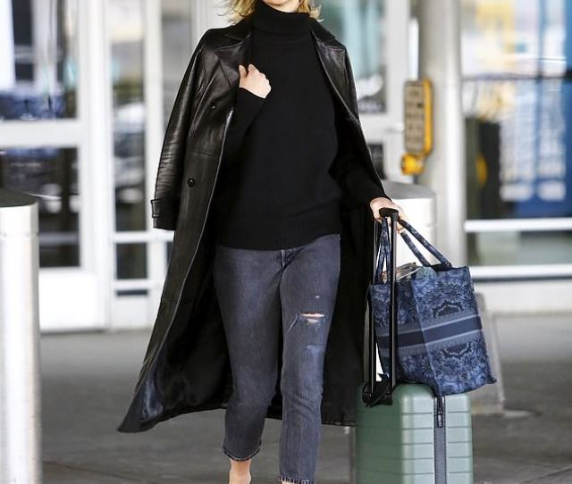Model Behavior Karlie Kloss Looked Happy To Be Back In New York On Wednesday After