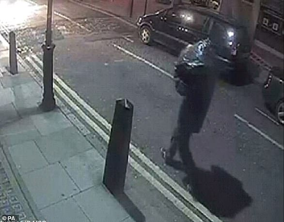 An expertchiropodist analysed Seed's way of walking in CCTV footage of the raid