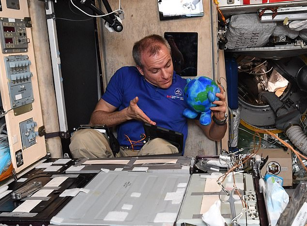 The space station's three-member crew greeted the capsule, with U.S. astronaut Anne McClain and Canadian astronaut David Saint-Jacques entering Crew Dragon´s cabin to carry out air quality tests and inspections