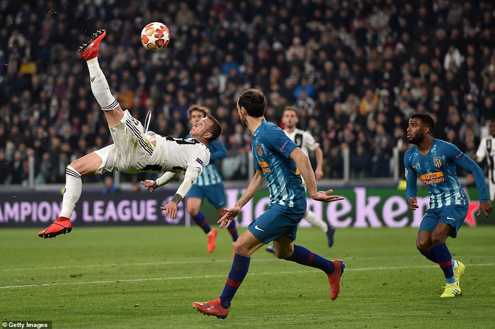 Federico Bernadeschi attempts an acrobatic bicycle kick for Juventus but sends his ambitious effort over the crossbar