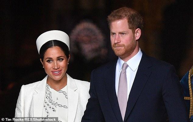 Pendant ce temps, Harry achèvera son départ du palais de Kensington - son ancienne maison d'enfance, n'oublions pas - en établissant sa cour au Buckingham Palace, en s'éloignant complètement de la sphère de son frère. [File photo]