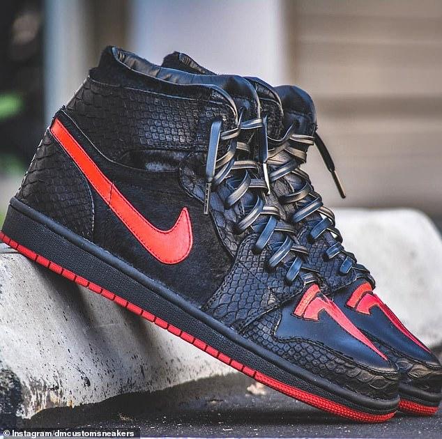 Las zapatillas de deporte fueron destacadas por primera vez por la compañía con sede en Los Ángeles, DM Custom Sneakers, en enero y se hicieron para el cumpleaños de Musk.