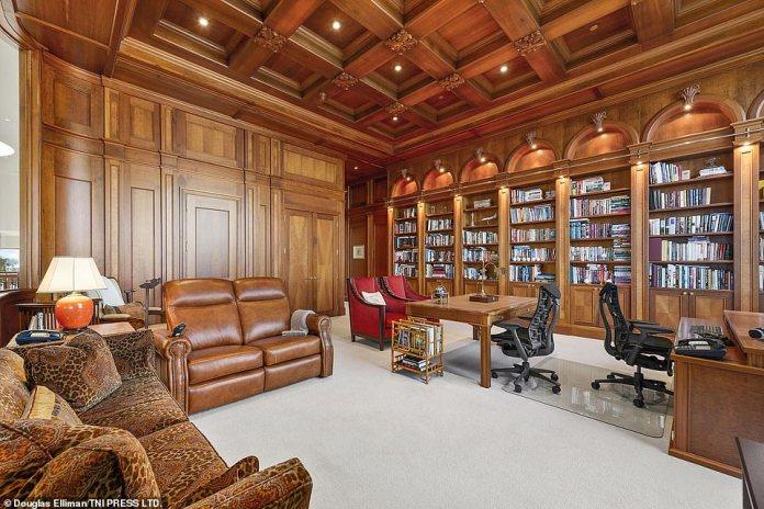 Henry kaufte das sechs Hektar große Grundstück, auf dem sich das Grundstück im Jahr 1991 befand, für 850.000 US-Dollar.