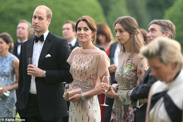 Rose Hanbury, de 35 años, marquesa de Cholmondeley, está fotografiada con William y Kate en una cena de gala en apoyo de la apelación Nook de los Hospicios para niños de East Anglia