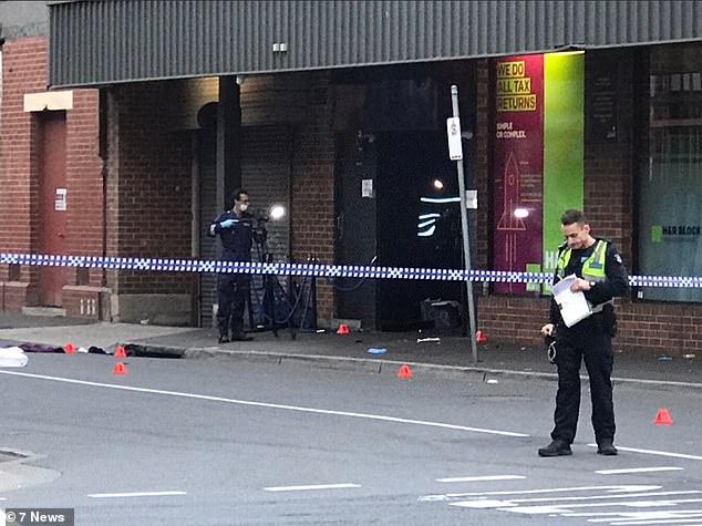 Am Sonntagmorgen blieb die Polizei am Tatort. Die Malvern Road war in beiden Richtungen zwischen der Chapel Street und der Surrey Road geschlossen