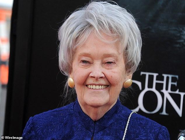 Die paranormale Ermittlerin Lorraine Warren starb am Donnerstagabend im Alter von 92 Jahren. Bild oben bei der Premiere von The Conjuring 2 im Jahr 2016