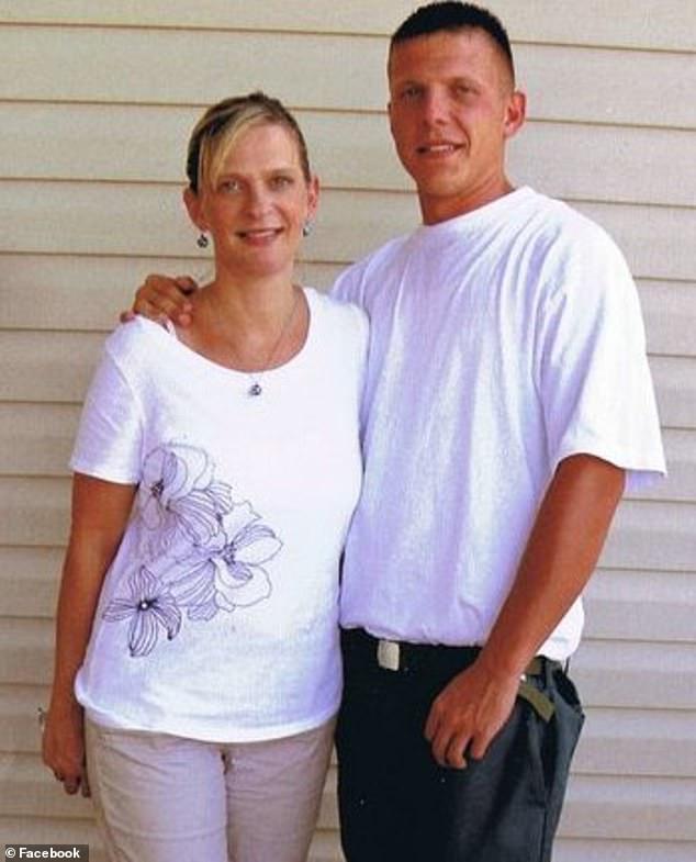 Jennifer Alba (links), Josephs Mutter, erzählte CNN, ihr Sohn habe lange mit der Sucht gekämpft und einige seiner Entzugspraktiken seien sogar dem Blue Cross Blue Shield von North Carolina in Rechnung gestellt worden