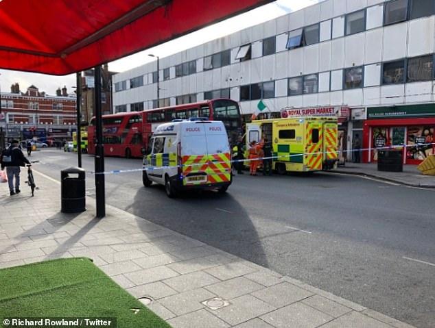 Bilder aus der vermeintlichen Szene wurden in den sozialen Medien geteilt, nachdem Polizei und Rettungswagen in das Fahrzeug in der Cricklewood Lane im Norden Londons stürmten