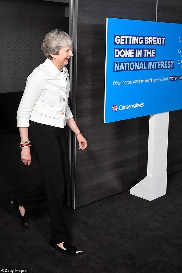 Betrachten Sie dieses Szenario. Frau May gibt Anfang nächsten Monats auf und ein neuer Tory-Führer wird bis zum Spätsommer eingesetzt. Ihr Nachfolger (wahrscheinlich Boris Johnson) würde es genauso schwer finden, den Brexit durchzusetzen, und könnte daher gezwungen sein, eine Parlamentswahl abzuhalten