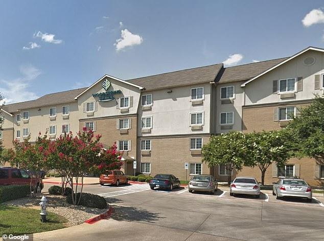 La police a découvert Salem vers 2 heures du matin dimanche dans une chambre de l'hôtel WoodSprings Suites (photo) à moins de 12 km de l'endroit où elle avait été enlevée sept heures et demie plus tôt.