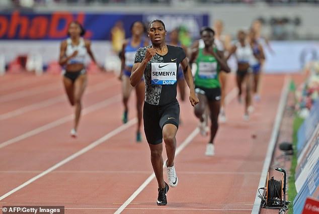 Caster Semenya de Sudáfrica compite en los 800 m femeninos durante la competencia de la Liga de Diamantes de la IAAF el 3 de mayo de 2019 en Doha. (Foto por Karim JAAFAR / AFP) KARIM JAAFAR / AFP / Getty Images