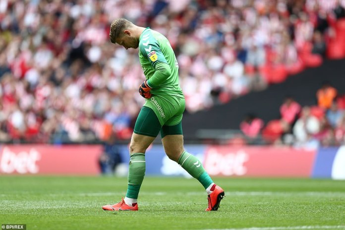The bizarre goal saw Sunderland take the lead against Charlton with just five minutes gone in the game at Wembley