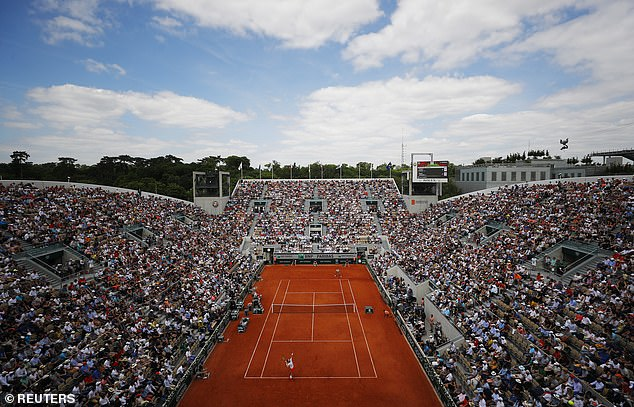 Suzanne Lenglen court was packed for a Federer-Ruud match and they were not disappointed