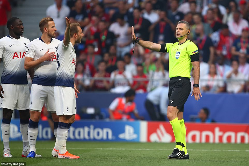 Referee Skomina dismissed the appeals of Tottenham's players but the decision did not require a formal video review