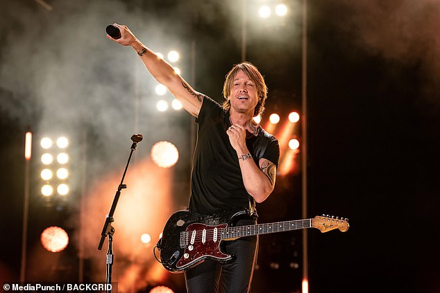What a guy! According to Billboard , the singer also delivered the moment of the day, after he cued production to black out all the lights on stage in order to illuminate the stadium solely with the crowd's lights on their phones.
