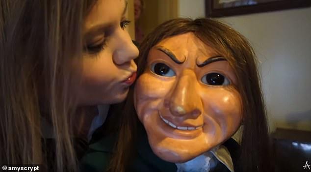 YouTuber a déclaré à Daily Mail Australia que rencontrer Letta n'était pas du tout une expérience négative.  Amy a également dit qu'elle était encouragée à lui donner un baiser sur la joue (photo)