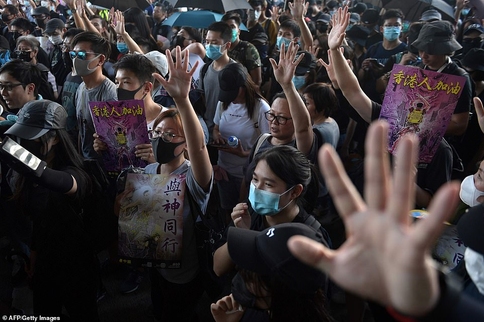 Hong Kong Protest Heats Up As Police Deploy Tear Gas, Block Transport