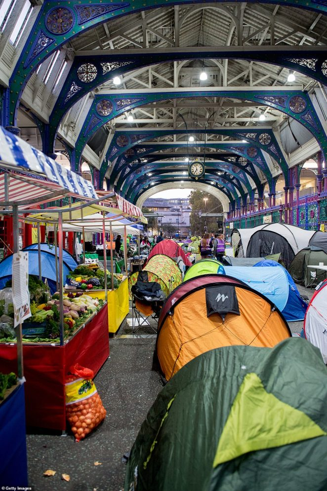 As the sun rose in London this morning Animal Rebellion activists awoke from their tents to occupy fruit and veg stalls at Smithfield Meat Market
