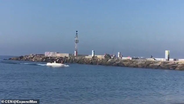 A boat of 18 migrants reportedly arrived on the beach of El Zapilo, in the southern Almeria province of Spain, at 10.30am on Sunday