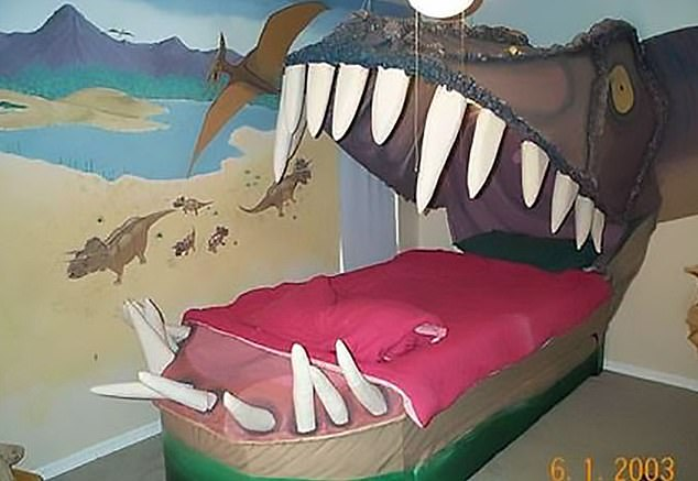 Back in 2003 when there were no YouTube tutorial videos on how to decorate your child's bedroom this horrific dinosaur was created, the poor child