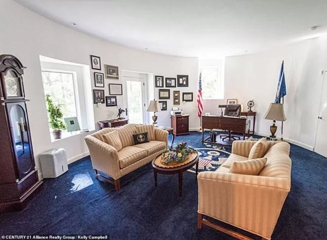 In researching the decor, the TV show The West Wing provided the inspiration and it was modeled. The interior even has its own grandfather clock, blue carpet embossed with a presidential seal, gold upholstery, flags, and even a reproduction of 'The Bronco Buster' sculpture by Frederic Remington.