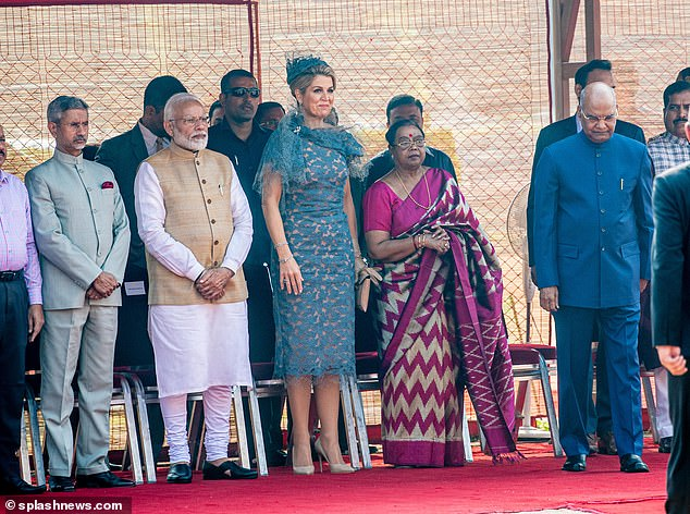 The monarch donned a knee-length turquoise lace dress that cinched in at the waist as she joined the Indian Prime Minister for the ceremony