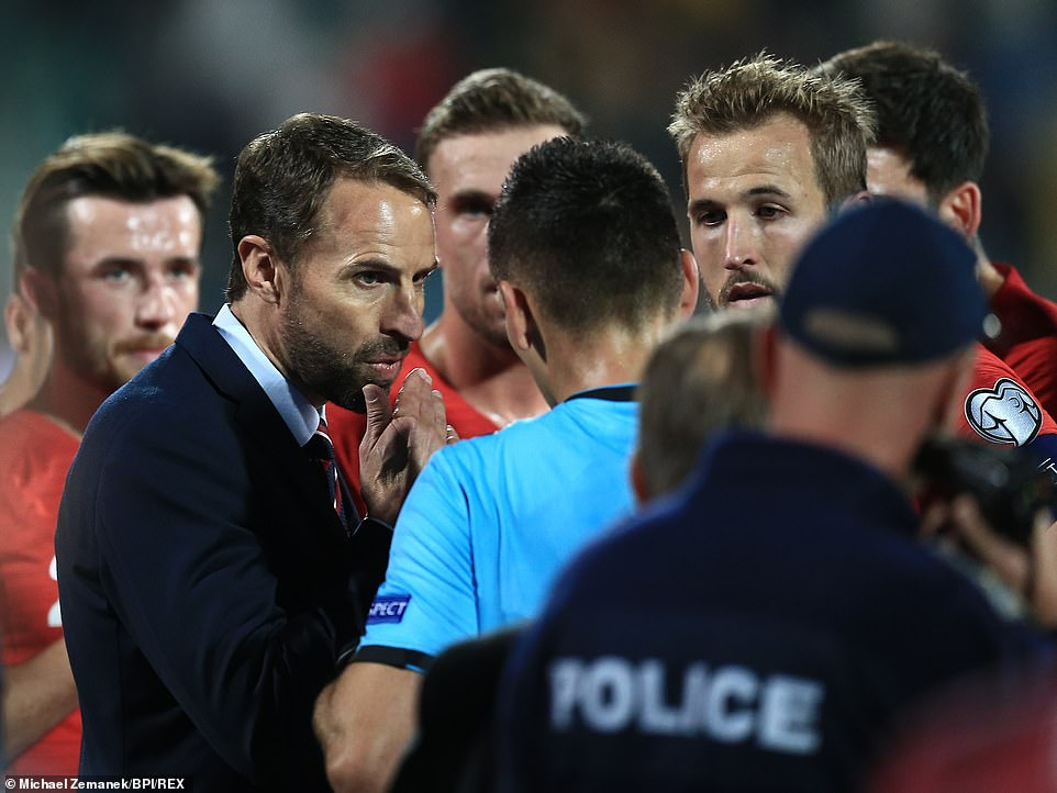Gareth Southgate and his players spoke to the referee about the offensive chants they heard from the stands