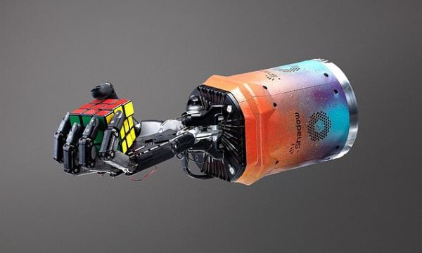 Robotic hand with human-like fingers solves a Rubik