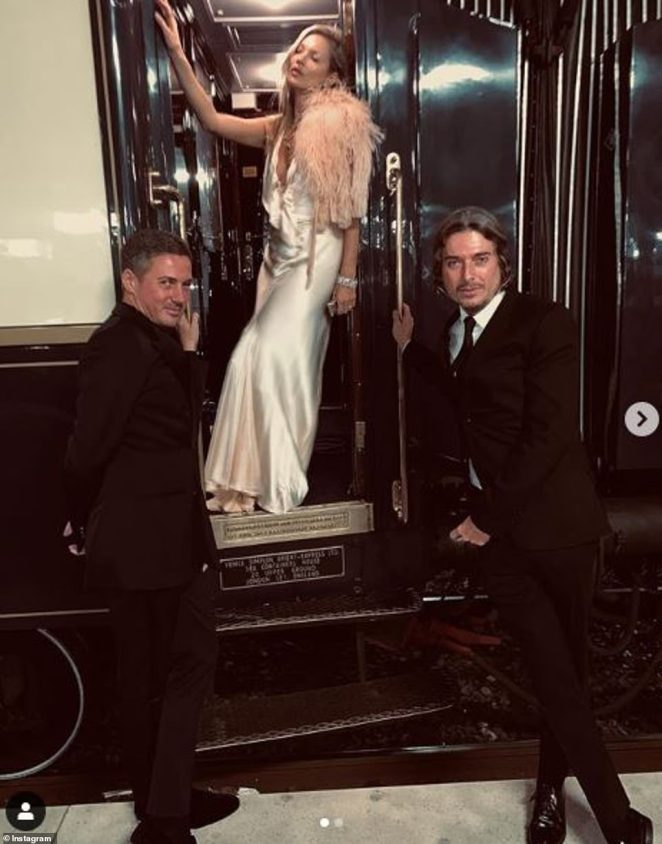 Working it! Kate was pulling her best model poses as she posed with Dave Gardner andDarren Strowger