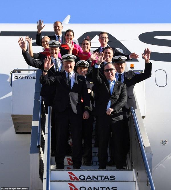 Qantas longest non-stop commercial flight touches down in Sydney