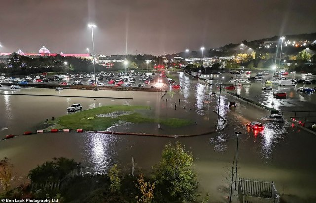Major floods surround Meadowhall shopping centre in Sheffield overnight after heavy rain battered the country