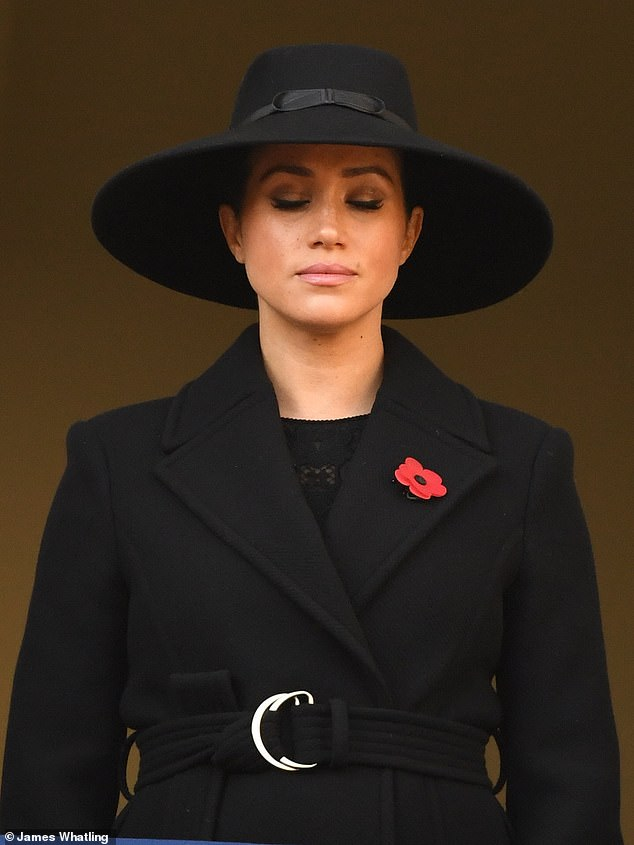 Meghan opted for a wide-brimmed hat and a leather strap, to which she wore a black woolen coat with a belt and poppies
