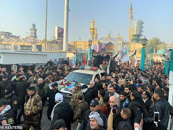 Tysiące żałobników pakuje ulice Bagdadu w sobotę, aby opłakiwać Soleimaniego i Muhandisa zabitych w strajku amerykańskim przed lotniskiem stolicy Iraku we wczesnych godzinach piątkowych