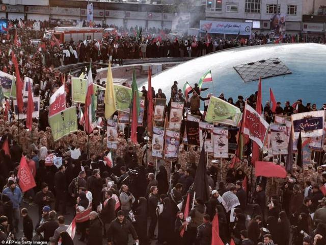 Skala dzisiejszych tłumów w Teheranie (na zdjęciu) odpowiadała tym, którzy pojawili się w 1989 roku na pogrzebie Ajatollaha Ruhollaha Chomeiniego, założyciela republiki islamskiej