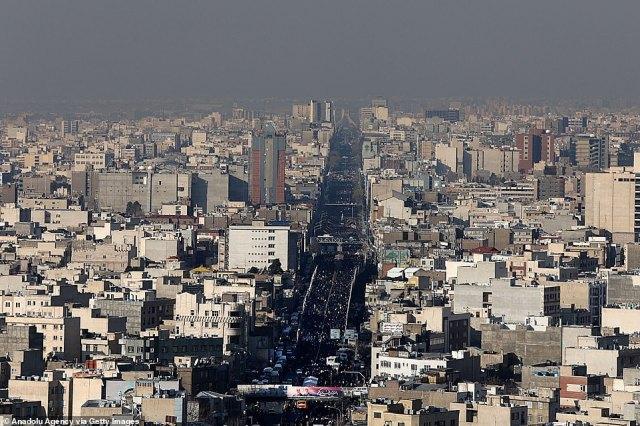 Ogromne tłumy żałobników na ulicach Teheranu dzisiaj, gdzie Irańczycy płakali nad śmiercią generała, który został zabity