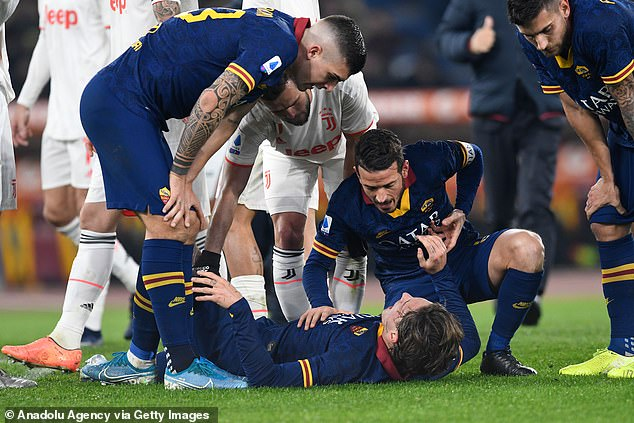 Roma suffered a huge blow as Nicolo Zaniolo picked up a knee injury late in the first half