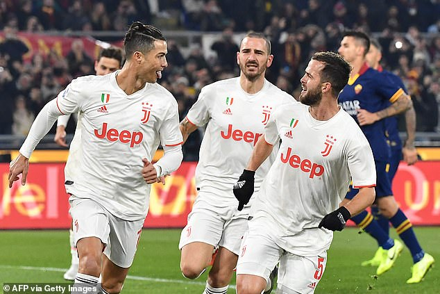 Juventus returned to the summit of Serie A with a 2-1 win away to Roma on Sunday night