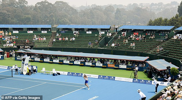 Sharapova's exhibition match in Kooyong was impacted by smoke from the nearby bushfires