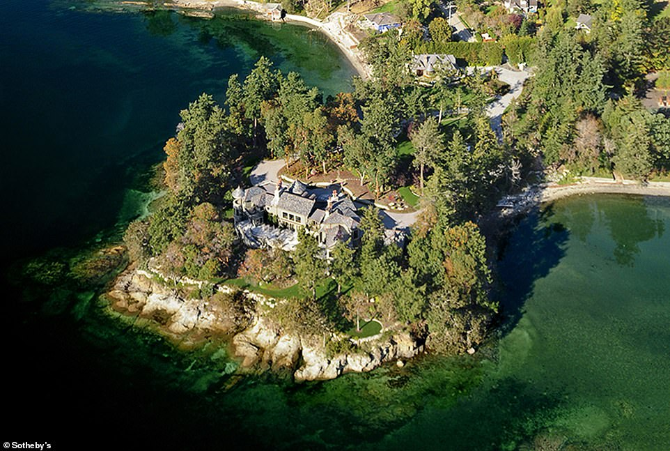 Prince Harry and Meghan Markle spent their first Christmas with little Archie at Mille Fleurs, a $ 14.1 million waterfront mansion near Victoria in British Columbia. It has remained there since it left the UK last week