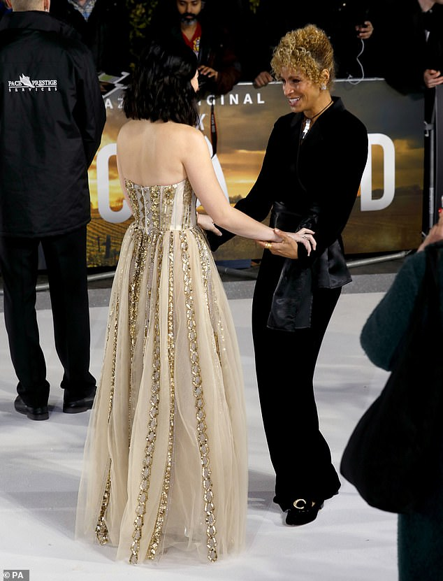 Kind: Isa and Michelle smiled when they saw each other on the carpet and chatted amicably
